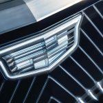 حدود 150 فروشنده کادیلاک به جای سرمایه گذاری در خودروهای الکترونیکی ، خریدهای GM را انجام می دهند